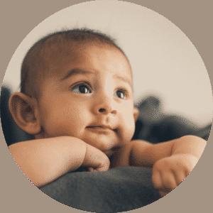 bouton Photo bébé naissance - Photographie de Thomas Bertini Photography - Photographe Marseille - Provence - Sud Est - Newborn - Maternity - Maternité - Enceinte -